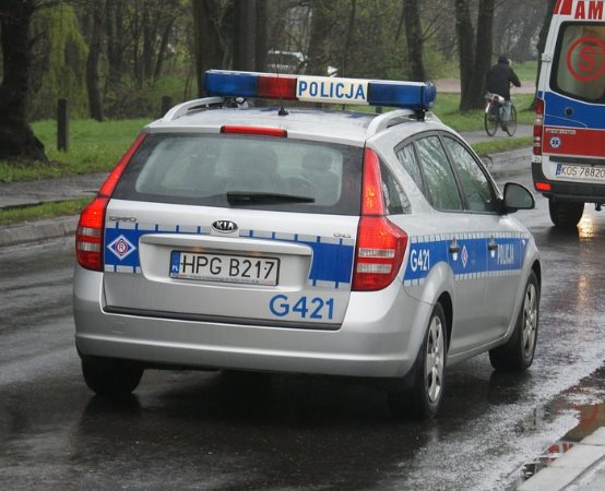Policja Bełchatów: Zgubiło go niesprawne światło w bmw, którym 23-latek zabrał się na tzw. stopa
