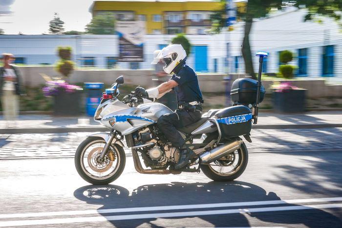 Policja Bełchatów: Pijany kierowca spowodował kolizję i oddalił się z miejsca zdarzenia